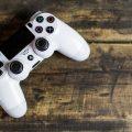 Comment la DualShock de PlayStation a façonné les manettes modernes